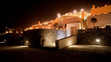 Magnificent Easter holidays in Santorini