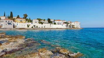 Something To Dream About: The 3 best beaches of Spetses island for your first summer dives