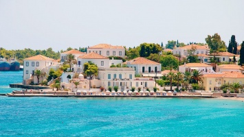 The top 3 spring destinations by the sea in Greece