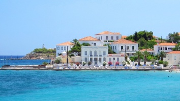 Spetses: The island of the endless Greek summer