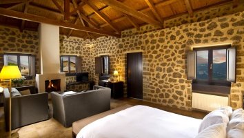 Pliadon Gi: The ultimate taste & relaxation experience a breath away from Athens
