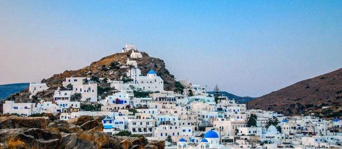 Independent: Γιατί να πάτε στην Ίο, το νησί του Instagram, αντί για τη Σαντορίνη