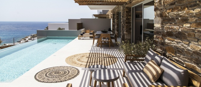Hideout Suites: We discovered the uxury suites with private pool on Ios island