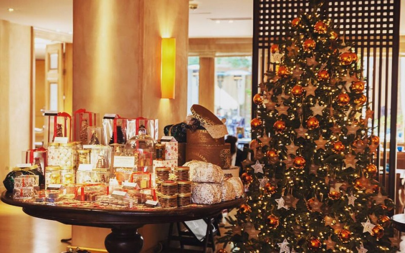 The margi the most magical christmas in vouliagmeni for Best boutique hotels athens