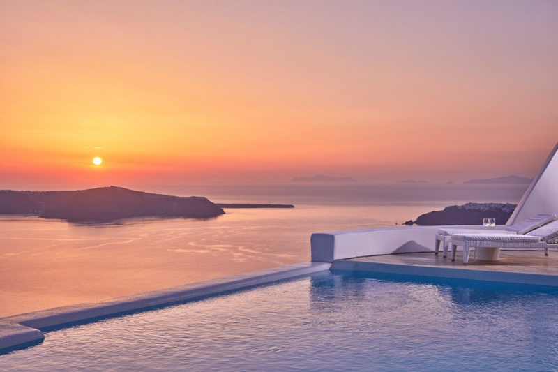 Astra suites 39 pool among the top 10 infinity pools in santorini hotels tr sor hotels resorts - Santorini infinity pool ...