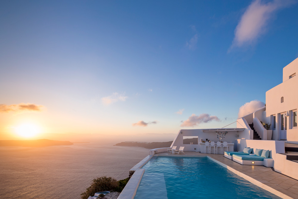 Astra suites 39 pool among the top 10 infinity pools in for Hotels in santorini with infinity pools